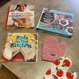Set of 3 kids cookbooks and oven mitts